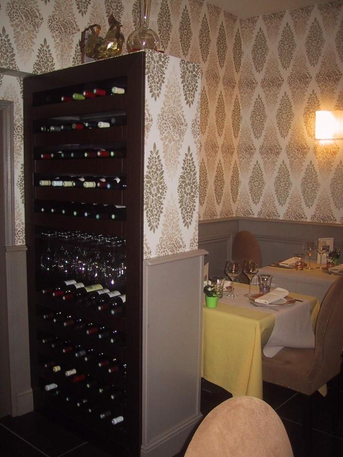 Restaurant L'Essentiel - : MEUBLE A BOUTEILLES