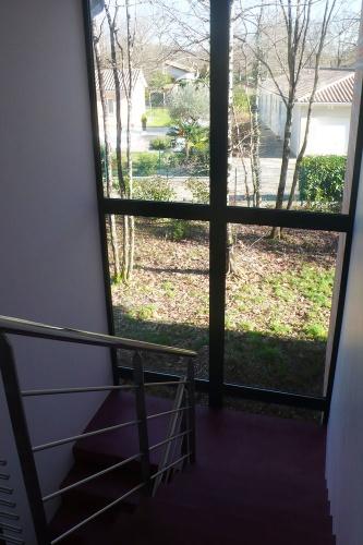 Maison contemporaine : escalier