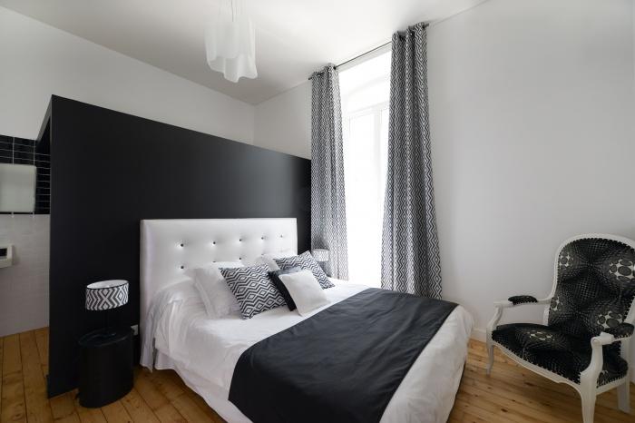 rénovation habitation et locaux professionnels : chambre black and White